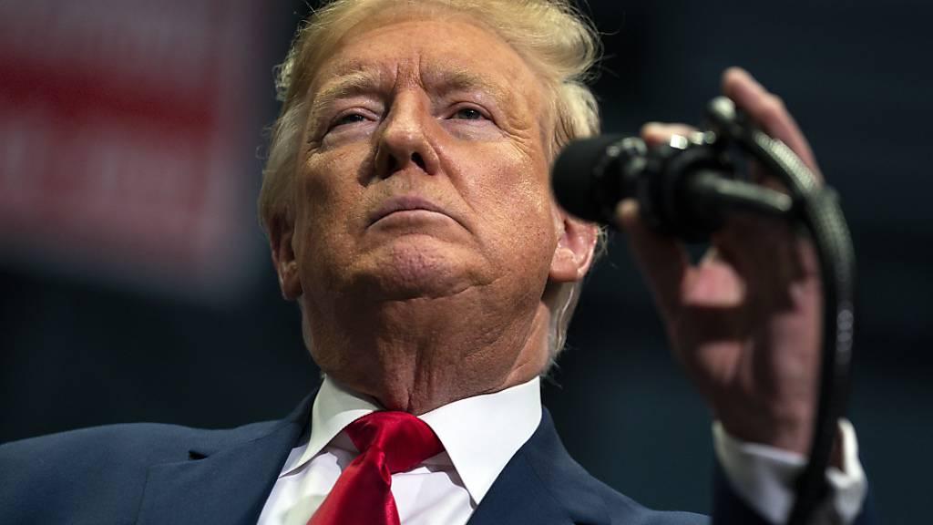 Trump vermisst alte Glühbirnen: Er will nicht «orangefarben aussehen»