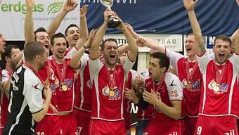 Das Team von PV Lugano feiert den Double-Gewinn