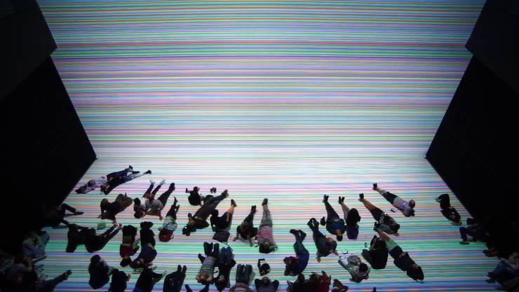 Die Besucher am Ars Electronica Festival genossen Dawid Liftingers Werk «7062 lines» nicht nur visuell.