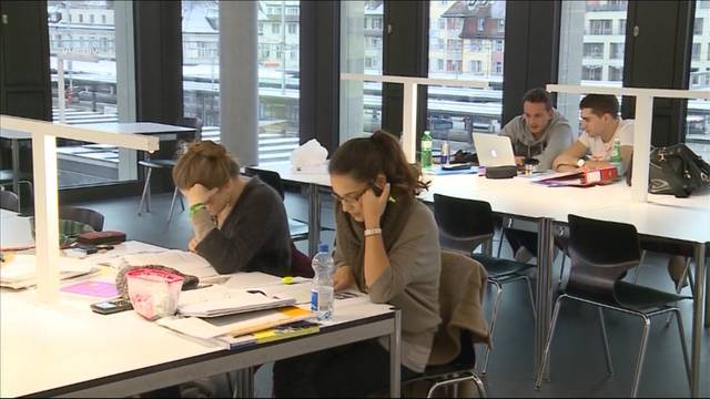 Weniger Stipendien für Aargauer Studenten