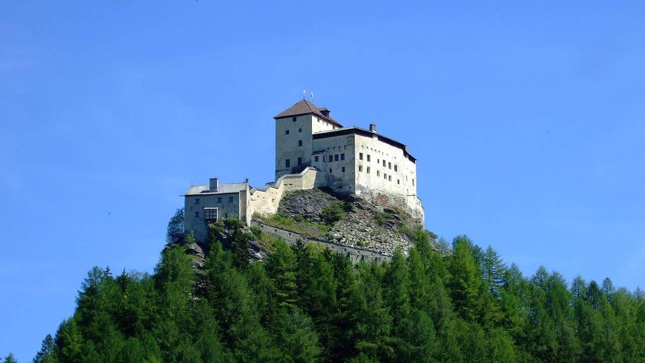 Schloss Tarasp von Osten