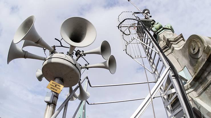 Die Schweiz verfügt über ein Netz von rund 5000 stationären sowie rund 2200 mobilen Sirenen. (Archiv)