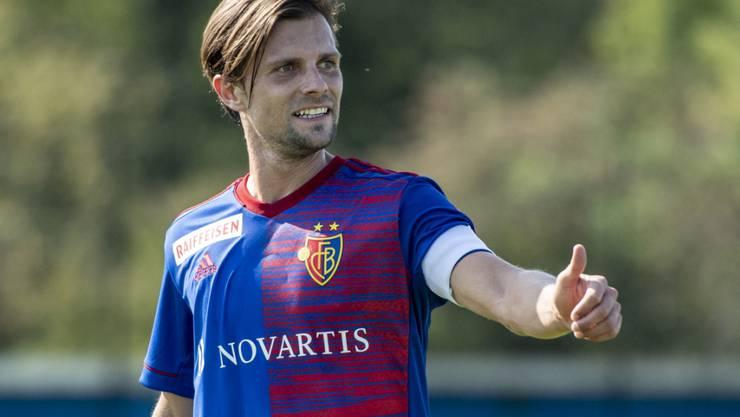 Daumen hoch: Captain Valentin Stocker bleibt dem FC Basel erhalten