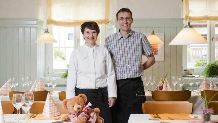 Hottwil, 27. Februar: Esther und Gerhard Keller, Inhaber des «Bären» haben ihre Liegenschaft umgebaut und erweitert. Ab April sind drei Wohnungen bezugsbereit.