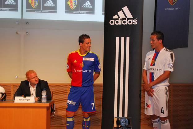 Der FC Basel und Adidas räsentieren die neuen Trikots der Saison 2012/2013.