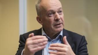 Muss sich mit einem tieferen Lohn begnügen: Swisscom-Chef Urs Schaeppi im Gespräch mit der Nachrichtenagentur Keystone-SDA am diesjährigen WEF in Davos.