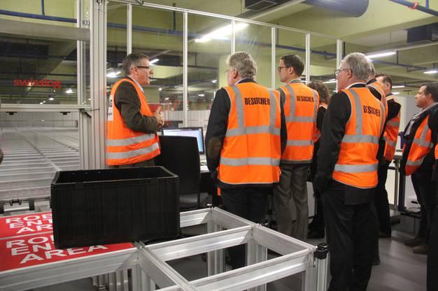 Die Feinlogistik fasziniert die Besucher der Aargauischen Industrie- und Handelskammer