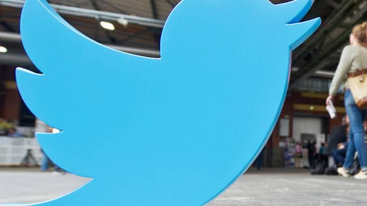 Twitter erzielt zu Jahresbeginn weniger Umsatz und schreibt rote Zahlen.