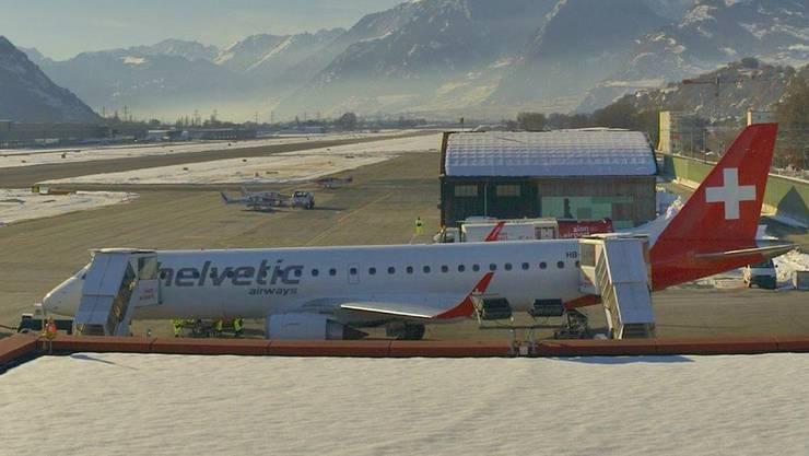 Seltene Aufnahme – Ein Embraer-Jet von Helvetic, der im Auftrag der Swiss die Strecke Zürich-Sion-London fliegt.