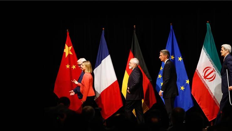 Geschafft: Deutschlands Aussenminister Frank Walter Steinmeier, die EU-Aussenbeauftragte Federica Mogherini, Irans Aussenminister Mohammed Zarif, sein britischer Kollege Philip Hammond und US-Aussenminister John Kerry nach dem Durchbruch.Leonhard Foeger/Reuters