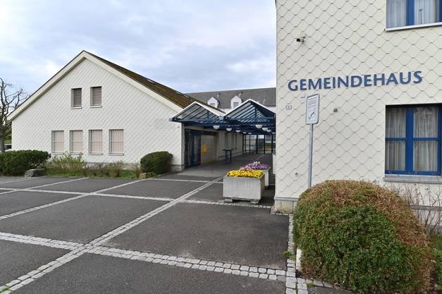 Das Gebäude befindet sich direkt neben der Lostorfer Gemeindeverwaltung.