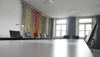 Blick in den leeren Gemeinderatssaal von Derendingen. Der Rat wird verkleinert. (Archiv)