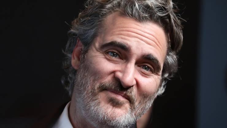 """Joaquin Phoenix hat am Sonntagabend bei den Screen Actors Guild Awards (SAG) einen Preis als bester Hauptdarsteller für seine Rolle in dem Filmdrama """"Joker"""" erhalten. Doch statt hinterher zu feiern, kümmerte er sich zusammen mit anderen Tierschützern um Schweine im Schlachthaus."""