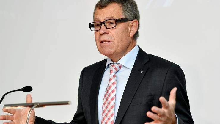 Ernst Stocker, Finanzdirektor des Kantons Zürich, verteidigt den regierungsrätlichen Lohnantrag.