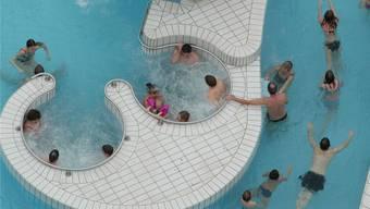 Familien zieht es ins Thermalbad. (Symbolbild)