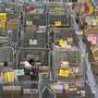 Online-Shopping auf ausländischen Webseiten dürfte ab nächstem Jahr teurer werden. Der Bundesrat hat am Mittwoch beschlossen, dass Versandhändler in Zukunft ab einem bestimmten Umsatz in der Schweiz Mehrwertsteuer bezahlen müssen. (Symbolbild)