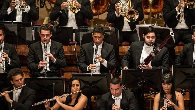 Krise in Venezuela hat Auswirkungen auf den Schweizer Konzertkalender: Das Orquesta Sinfónica Simón Bolivar de Venezuela mit seinem Dirigenten Gustavo Dudamel kann nicht ans Lucerne Festival kommen. (Archivbild)