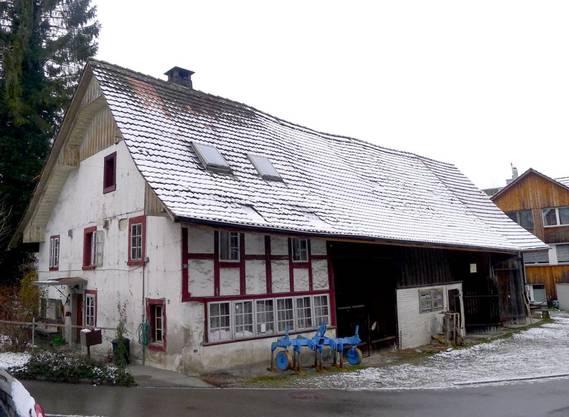 Das geschützte Wohnhaus (links) wurde saniert, die Scheune komplett abgerissen