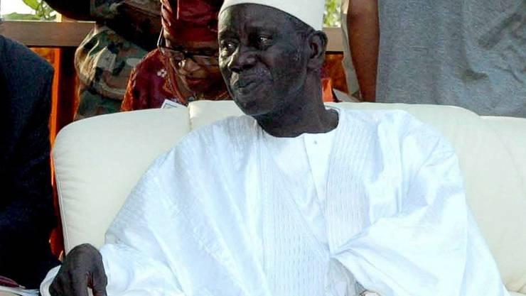 Der ehemalige Präsident Guineas, Lansana Conté, soll von den Bestechungsgeldern profitiert haben. Das Schmiergeld soll von Steinmetz und seinen Mitangeklagten an eine seiner Ehefrauen geflossen sein. (Archiv).