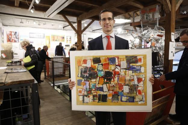 Zum zweiten Mal ist der Lausanner Patrick Martinez nach Solothurn an den Kunst-Supermarkt gereist. Er hat extra Ferien genommen dafür. Ihm gefällt am besten dieses farbenfrohe Bild von Peer Cabon. Wo er es hinhängen wird, weiss Martinez noch nicht, vielleicht ins Wohnzimmer? Sonst kaufe er keine Bilder, sagt er noch. «Diejenigen in den Galerien sind zu teuer für mich.»