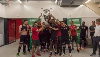 Der Pokal in türkischer Hand: Galatasaray gewinnt den Uhrencup 2016.