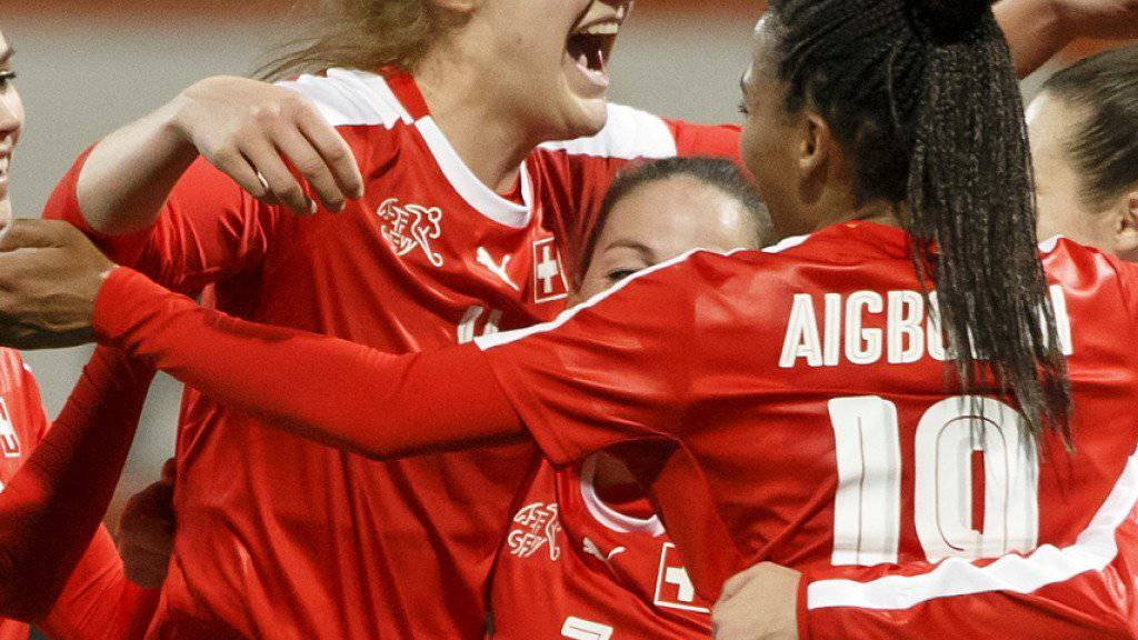 Rahel Kiwic und ihre Kolleginnen jubeln über den Last-Minute-Sieg gegen Norwegen