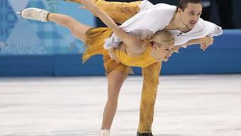 Das Duo Wolososchar/ Trankow werden Olympiasieger im Paarlauf