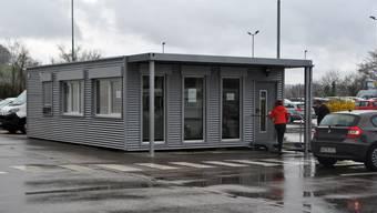 Sieben zusätzliche Mitarbeiter hat das Zollamt Singen für die neue Abfertigungsstelle im «Laufenpark» eingestellt – zwei arbeiten in jeder Schicht.