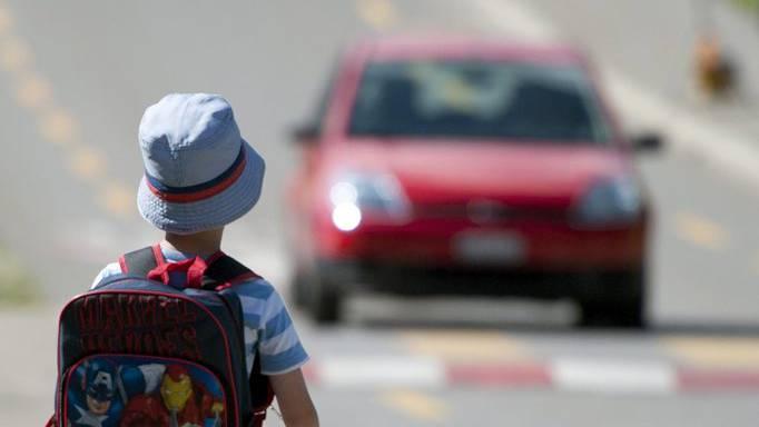 Der Fall in Wollishofen ist kein Einzelfall. Vermehrt werden Kinder auf offener Strasse von Fremden angesprochen. Wichtig dabei ist, dass sie einem Unbekannten kein Vertrauen schenken und sofort weglaufen (Themenbild).