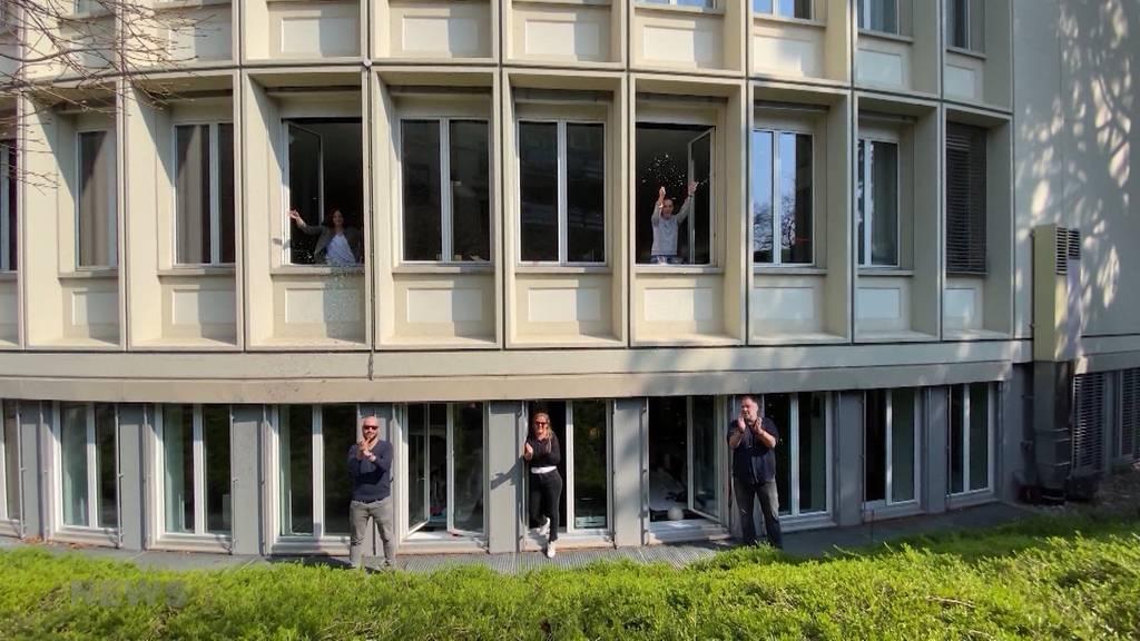 """Die Schweiz sagt """"Danke"""": Applaus für Pflegepersonal"""