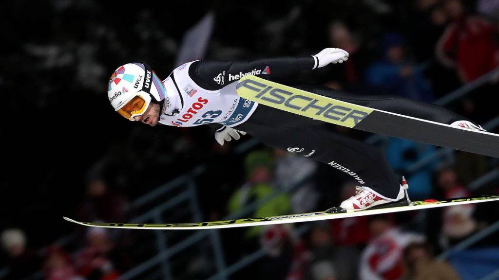 Killian Peier fliegt in Zakopane an den polnischen Zuschauern vorbei.