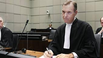Norman Farrell (vorne, r), Chefankläger aus Kanada, nimmt an einer Sitzung des von den Vereinten Nationen unterstützten Sondertribunals teil.