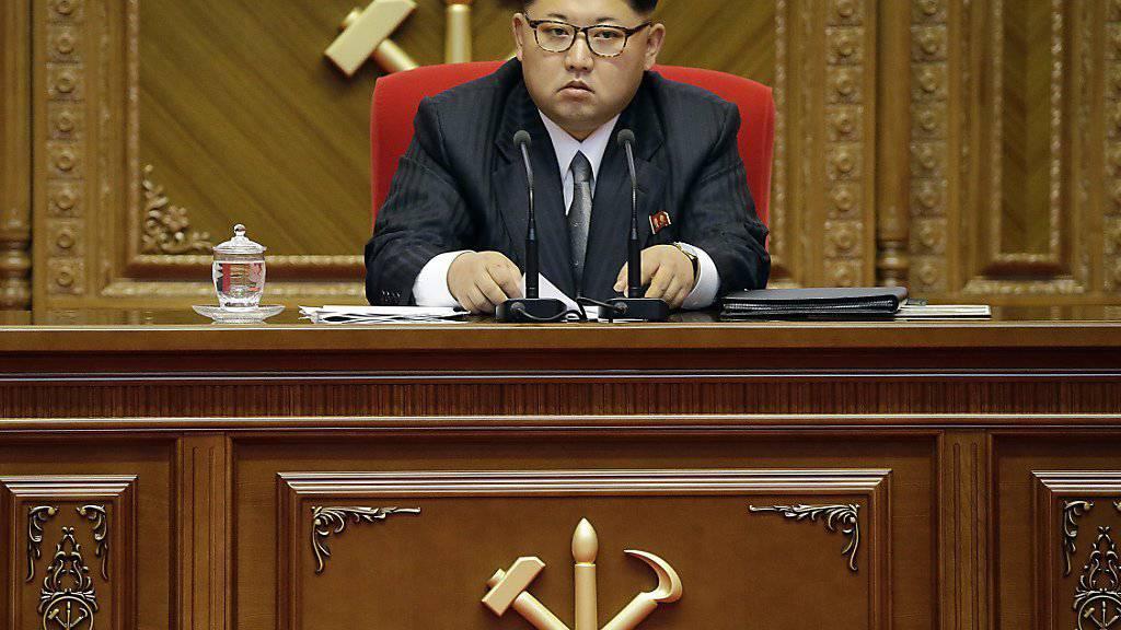 Seine Raketen sollen bis zum US-Stützpunkt Guam im Pazifik reichen: Nordkoreas Machthaber Kim Jong Un. (Archivbild)
