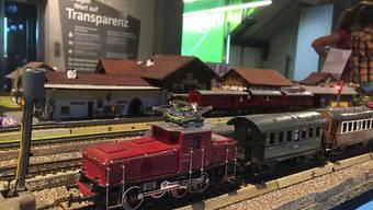 Keine Modellbauanlage aus dem Katalog, sondern fast alles aus Abfallmaterial gebaut. Selbst der Oberbau der Rangierlokomotive wurde von Bruno Schwender selber zusammengelötet.