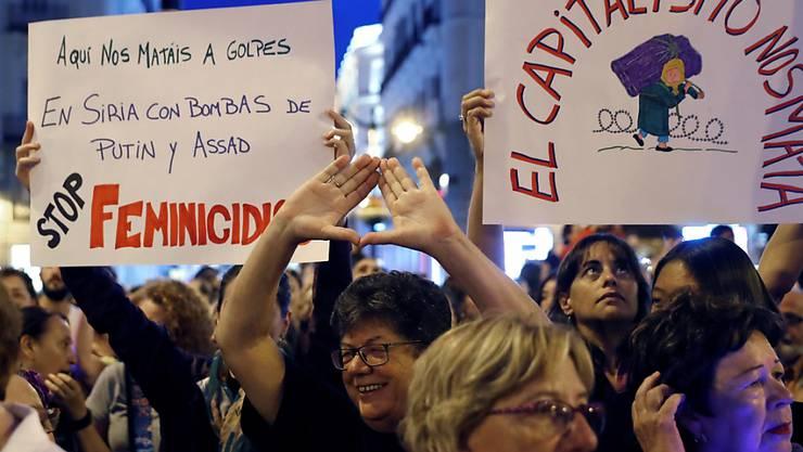 Proteste gegen Gewalt an Frauen: Auch in der spanischen Hauptstadt Madrid gingen am Freitag Tausende auf die Strasse.