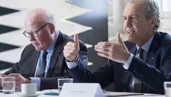 Lantal-Verwaltungsratspräsident Thomas Staehelin und Firmenchef Urs Rickenbacher müssen an der Bilanzmedienkonferenz in Melchnau einen Umsatzrückgang bekannt geben.