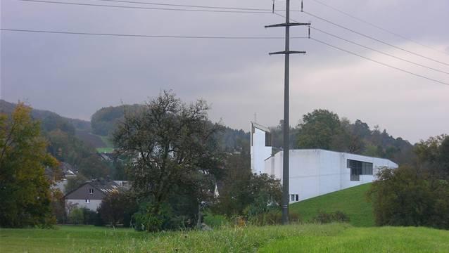 Das Gebiet Breiti (hinten links im Bild) soll mit 8 Mehrfamilienhäusern bebaut werden.