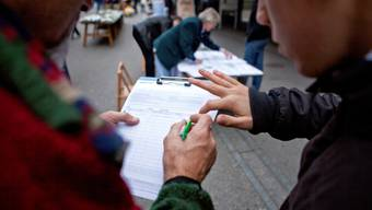 Für beide Volksaufträge konnte die junge CVP die benötigten 100 Unterschriften bereits erreichen. (Symbolbild)