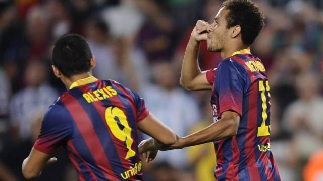 Neymar feiert seinen Torerfolg.