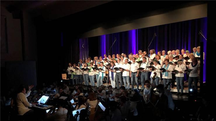Der Chor des Spitals Limmattal wurde vom Jugendorchester Con Brio von der Musikschule Knonauer Amt und der Kantonsschule Limmattal unterstützt.