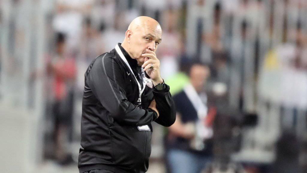 Christian Gross mit nachdenklicher Miene beim Final des Confederation Cup.