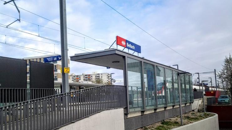 In einem Regionalzug zwischen Selzach und Bellach kam es am Montagabend zu Tätlichkeiten zwischen Jugendlichen und einem 48-jährigen Mann. Die Jugendlichen verliessen in Bellach den Zug. Die Polizei sucht Zeugen, die Angaben zum Vorfall machen können.