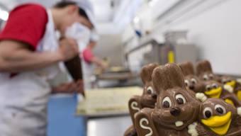 Schweizer Ostern-Schoggi sieht nicht nur appetitlich aus, es schmeckt auch lecker – und das, obwohl die Schoggi aus dem Ausland in der Schweiz immer mehr gefragt ist.