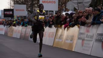 Der letztjährige Tagessieger der Elite, Kipyatich Abraham, lief die 9 km in 25.39,5 Minuten.