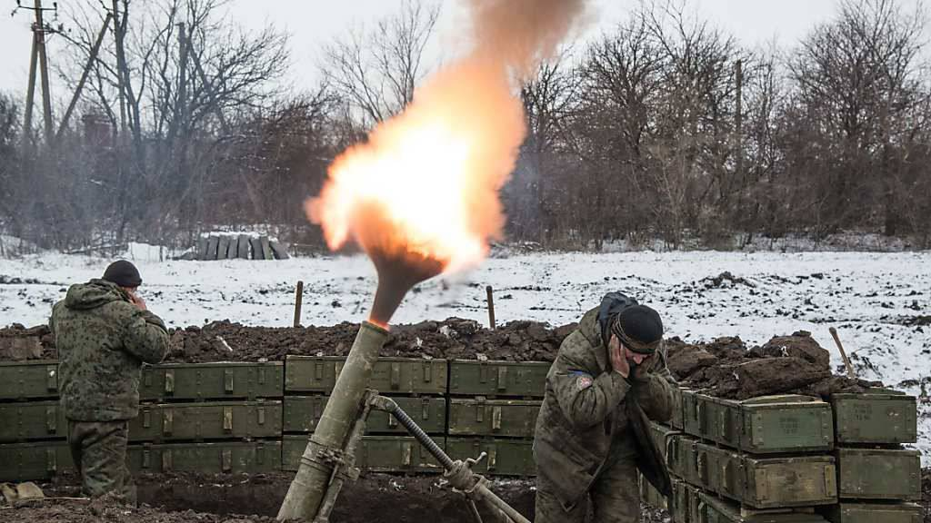 Die Schweizer Armee soll 32 Mörser-Geschütze erhalten. Im Bild der Einsatz einer Mörserwaffe in der Ukraine. (Archiv)