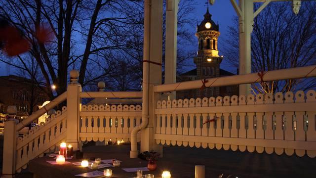 Trauer um die Opfer an der Schule in Chardon, Ohio