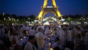 Erfunden wurde das «dîner en blanc» in Paris. Weiss diniert wird im September auch von Marktplatz bis Greifengasse.