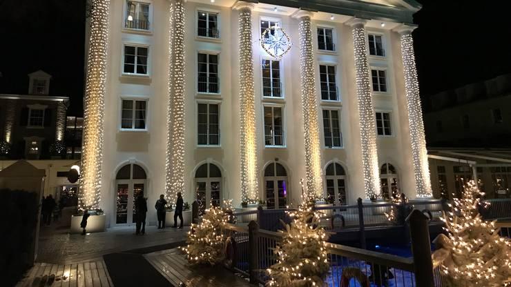 Auch die Hotels sind in Weihnachts-Deko