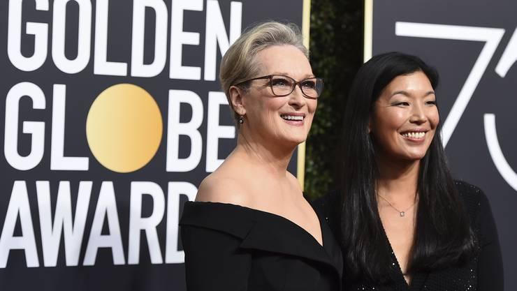 Meryl Streep erscheint mit Aj-jen Poo, der Vorsitzenden der Nationalen Vereinigung der Hausangestellten zur Gala.