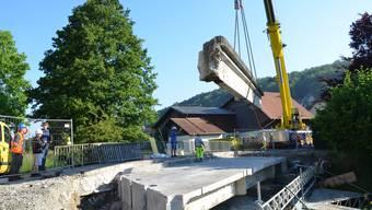Die alte Bünzbrücke in Anglikon wird rückgebaut.